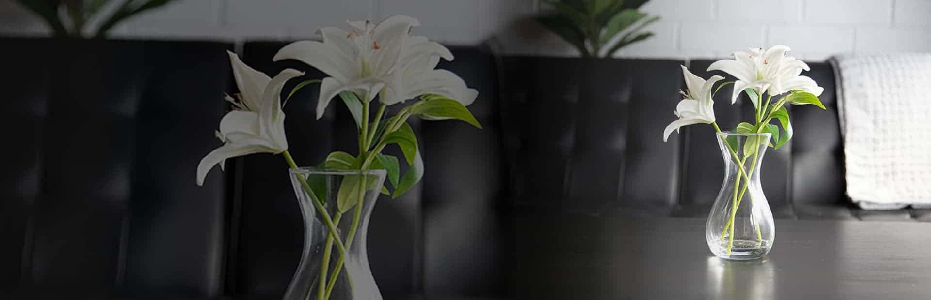 Artificial Lily Flowers Banner